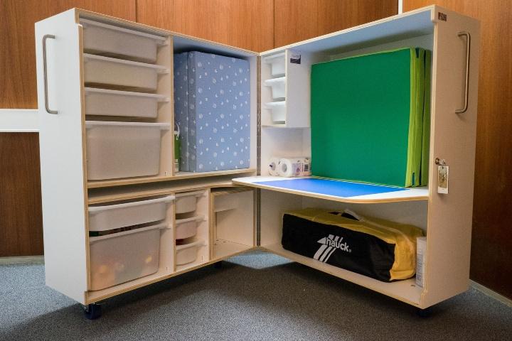 Eltern-Kind-Zimmer mit Wickelgelegenheit