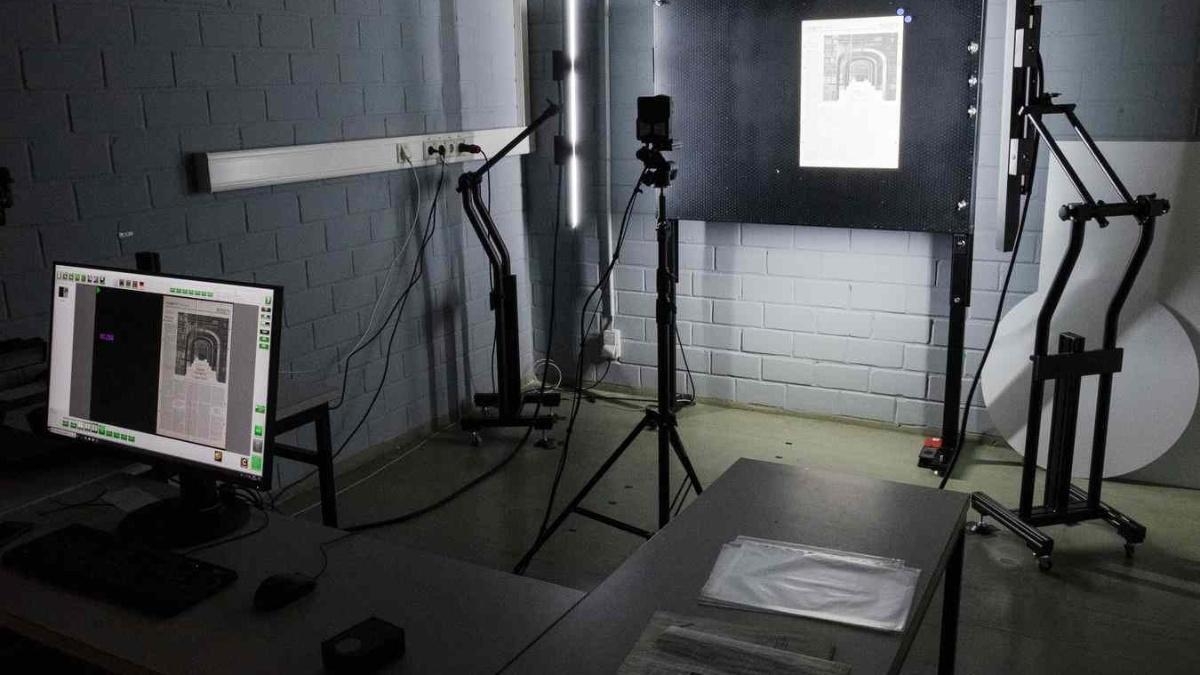 Digitalisierungsstudio UB Vaihingen mit Reprokamera, Saugwand und Beleuchtungseinheit