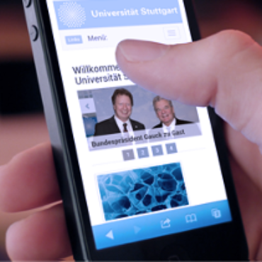 Smartphone mit News-Feed der Uni