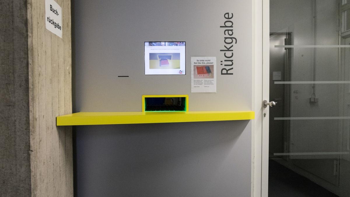 Rückgabeautomat in der Universitätsbibliothek Vaihingen
